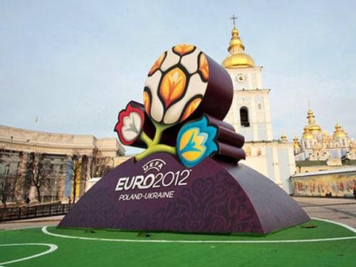 Для посещения матчей Евро-2012 будет достаточно и билета